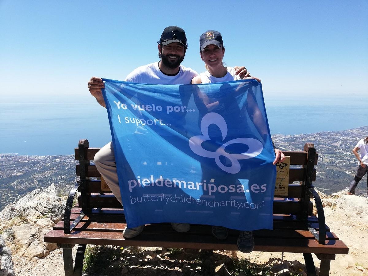 El actor Antonio Velázquez y la campeona mundial de Muay Thai, Yohanna Alonso, embajadores de la Piel de Mariposa a 1200 metros