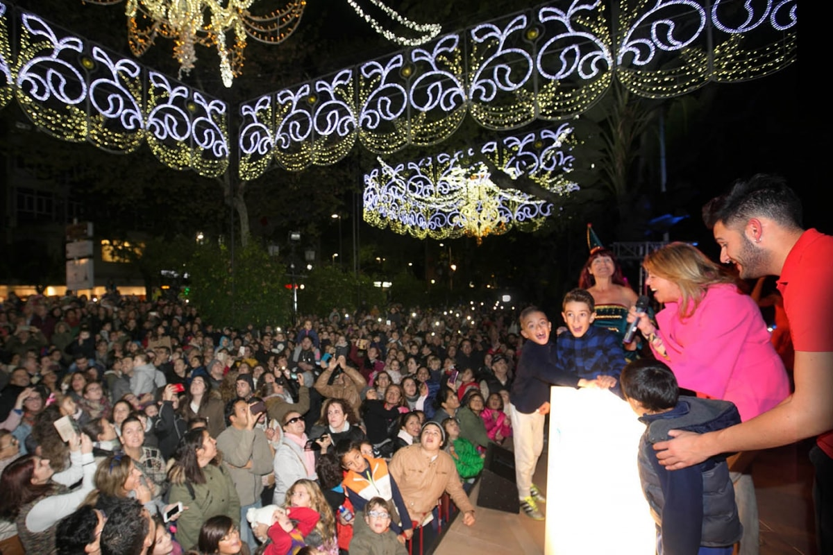Marbella y San Pedro Alcántara dan la bienvenida a la programación navideña con un multitudinario encendido del alumbrado