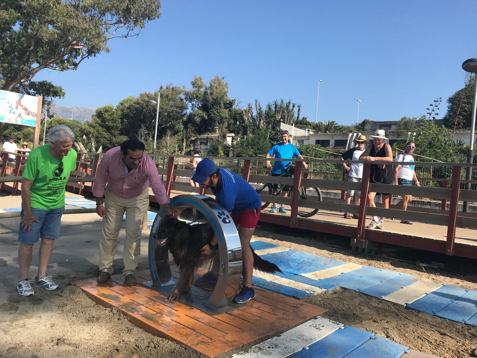 Amplían el equipamiento de las playas caninas y trabajan en la obtención de la Q de Calidad