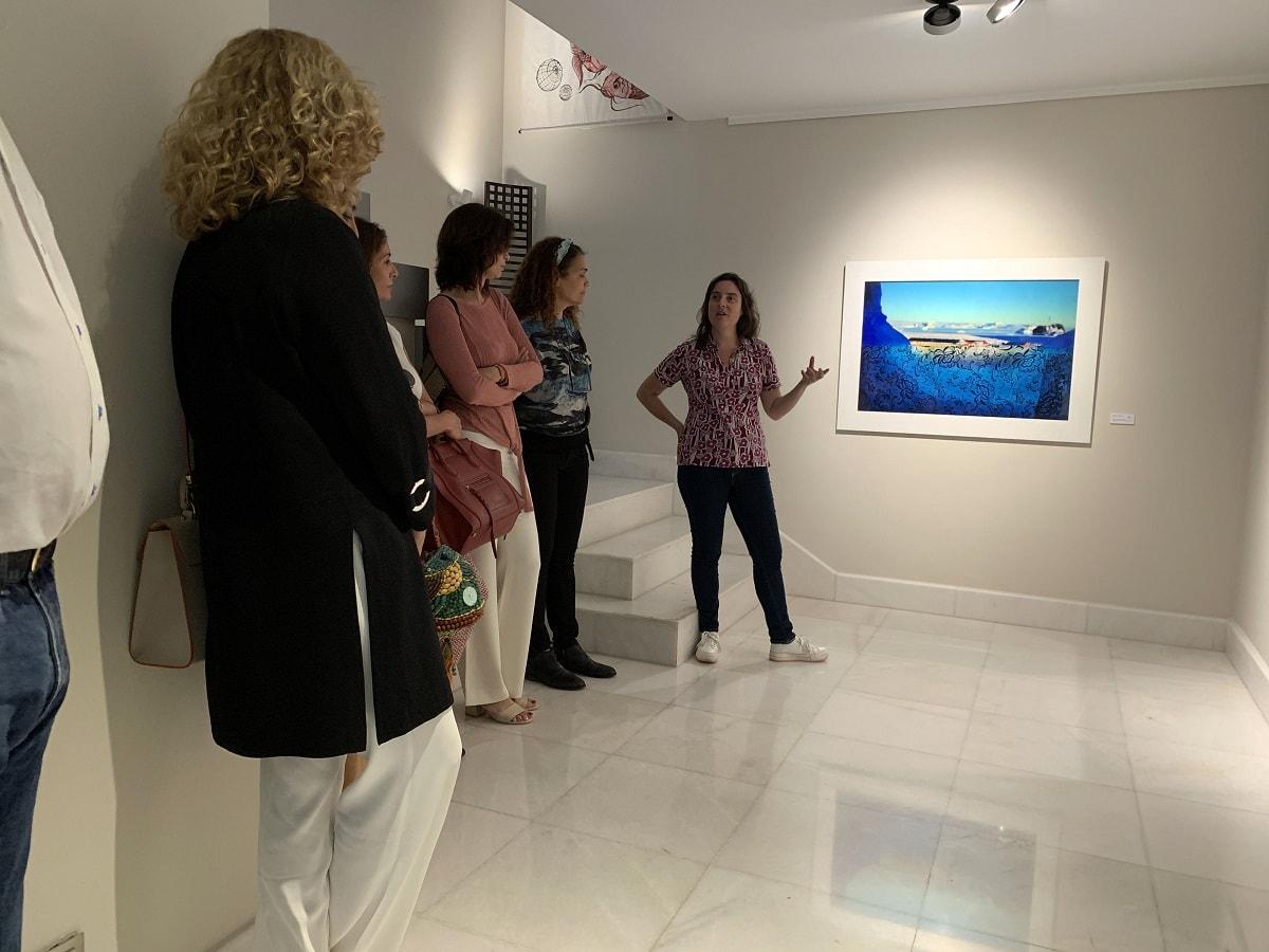 La fotógrafa chilena Magdalena Correa ofreció una conferencia en una galería de arte en Marbella