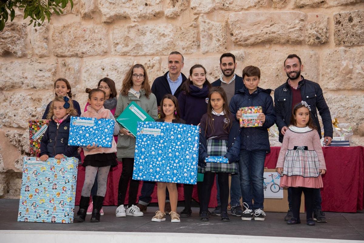 Entregados los premios del concurso infantil de tarjetas de Navidad y redacciones navideñas y del certamen de belenes