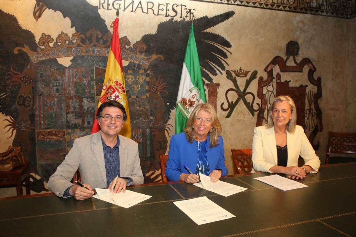 El Ayuntamiento y el Colegio Oficial de Arquitectos firman un convenio que permitirá agilizar la tramitación de las licencias urbanísticas