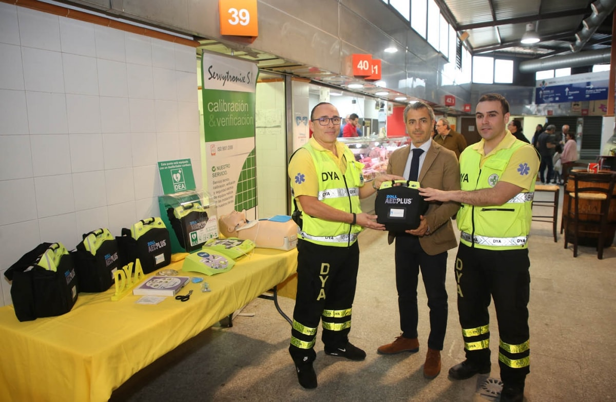 El Ayuntamiento adquiere cinco desfibriladores para garantizar que los mercados y mercadillos del municipio sean zonas cardioprotegidas