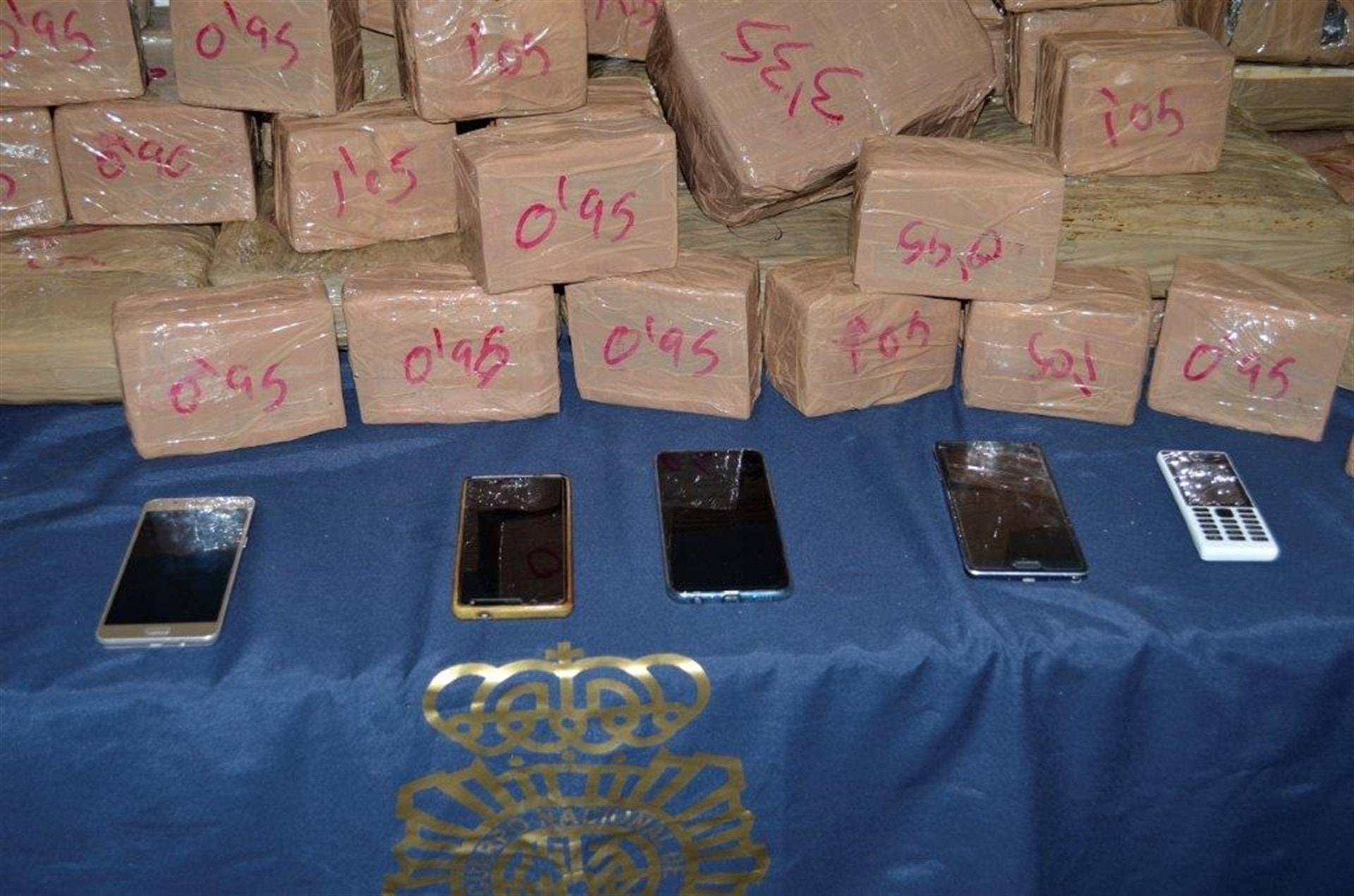 Detenidos al transportar 140 kilogramos de hachís en un vehículo