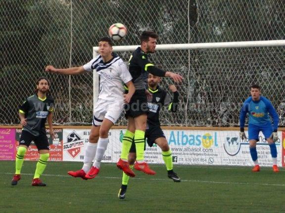 El Atlético Marbella desaprovecha contra el Estación una buena ocasión para salvarse (2-4)