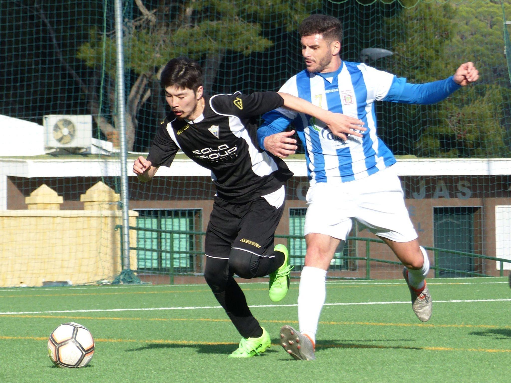 El Atlético Marbella espera salvarse con su victoria frente al C.D. Mijas (0-2)