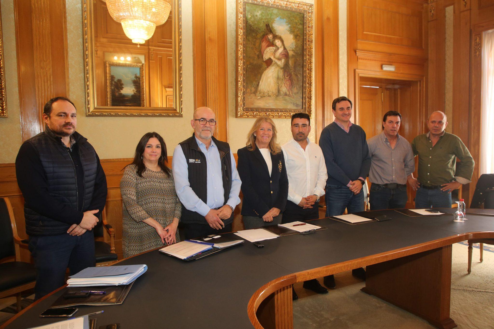 El Ayuntamiento apoya la propuesta de reglamento elaborada por las asociaciones mayoritarias del sector del taxi