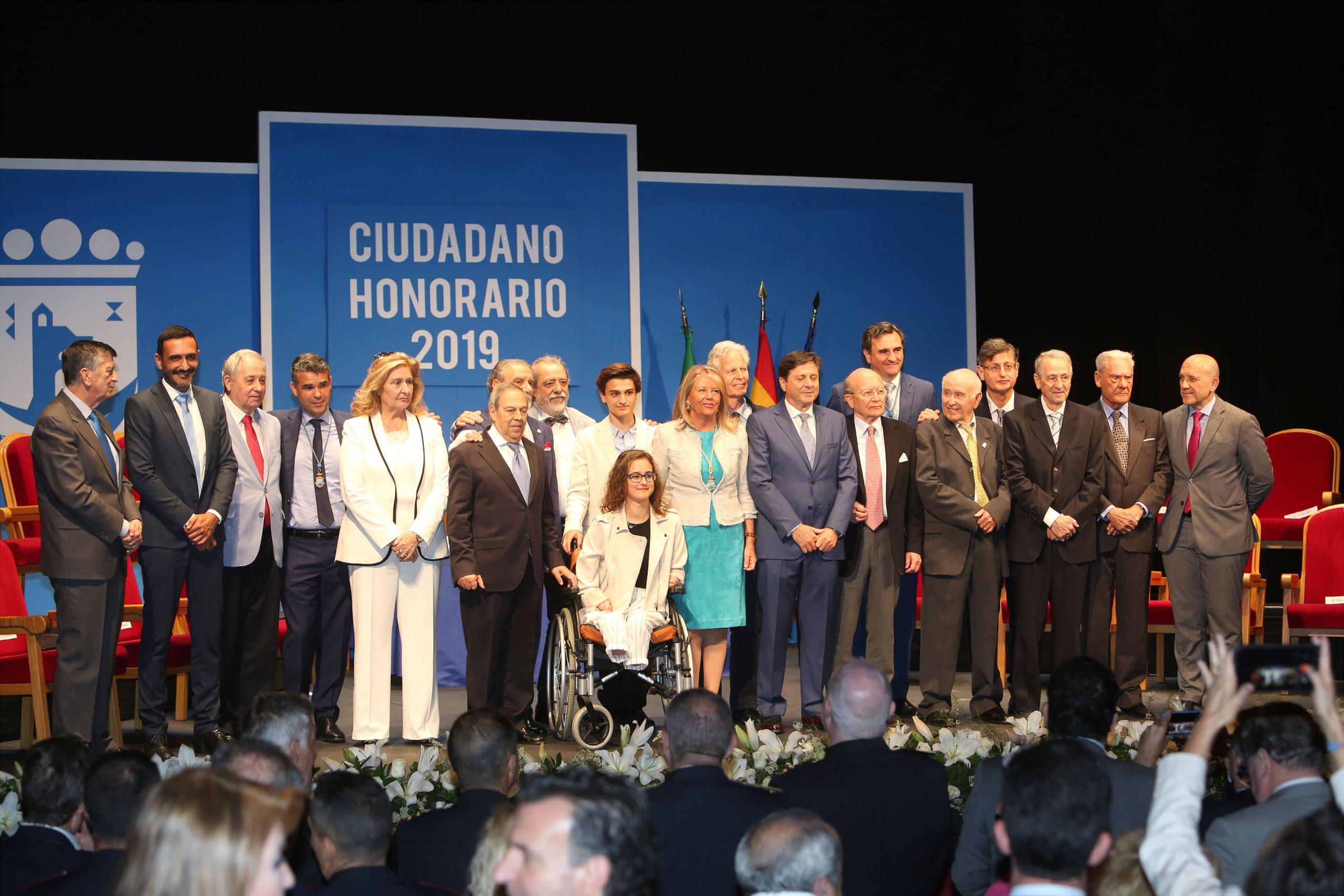 El Ayuntamiento entrega el título de Ciudadano Honorario a dieciséis vecinos de la ciudad