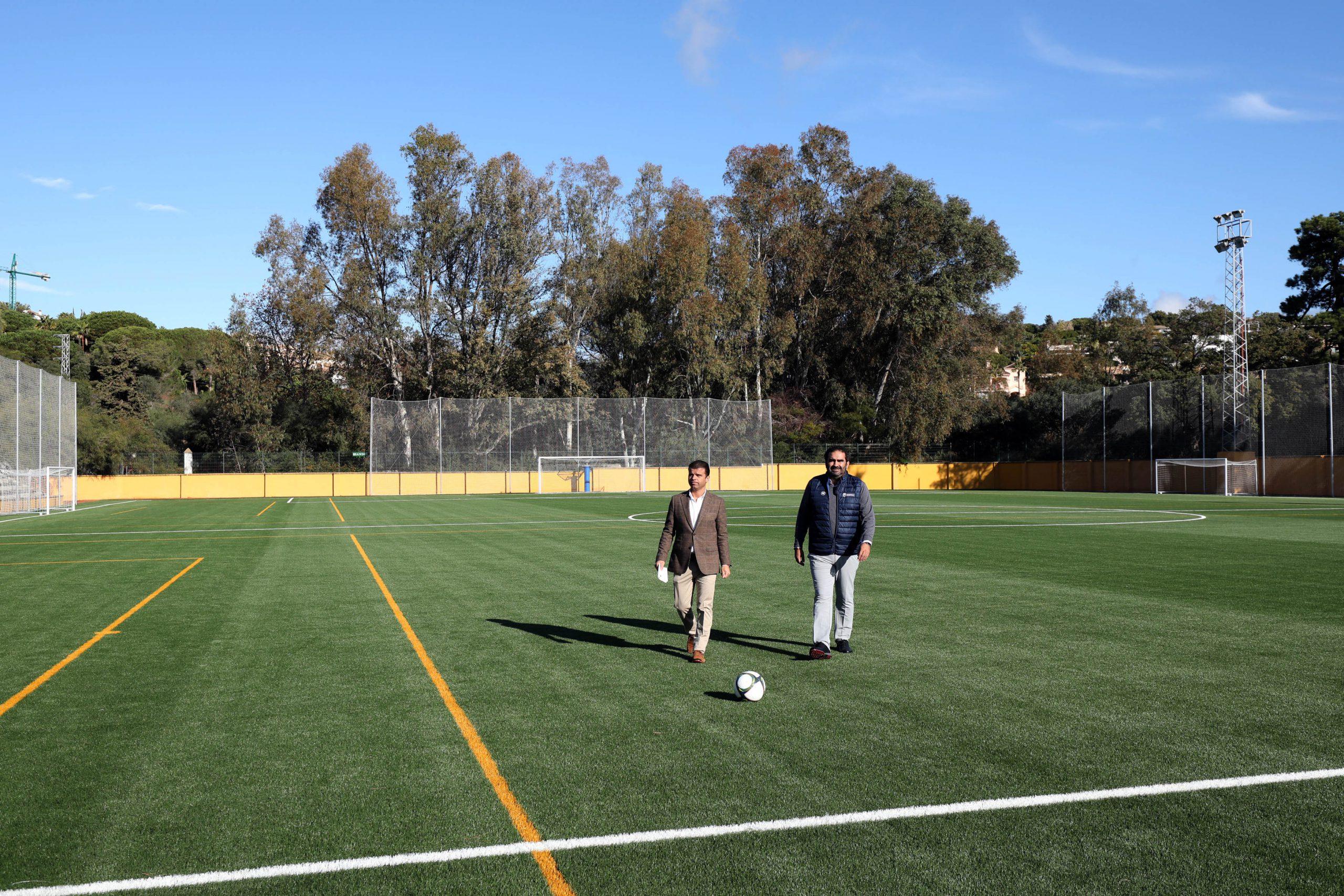 El Ayuntamiento ha acometido la renovación integral del campo de fútbol del Estadio Santa María de Las Chapas