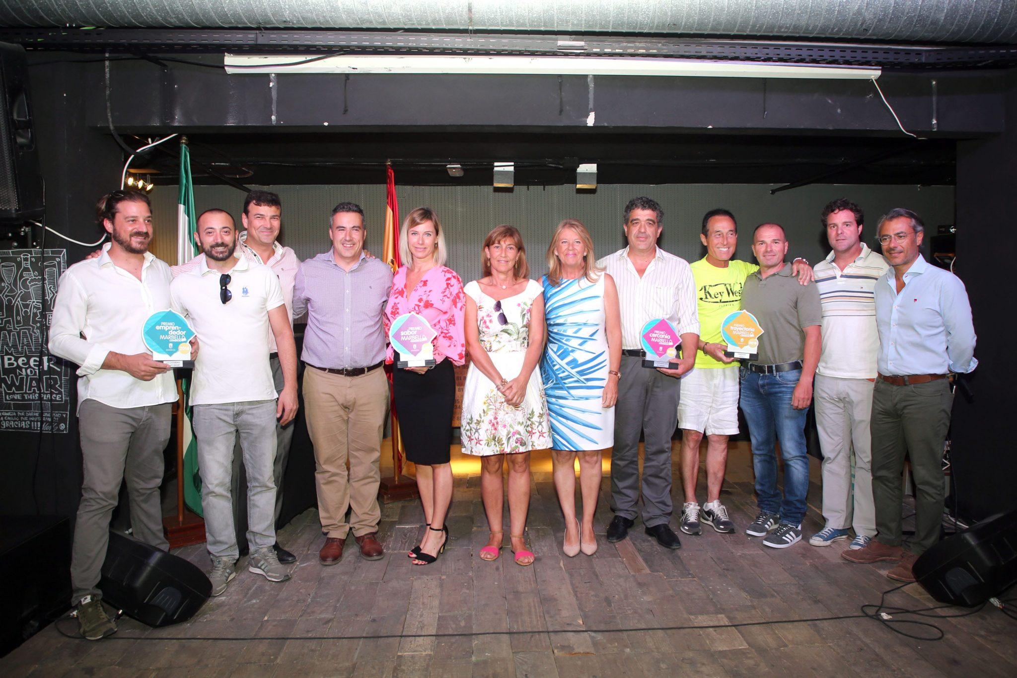 El Ayuntamiento hace entrega de los Premios del Comercio de Nueva Andalucía