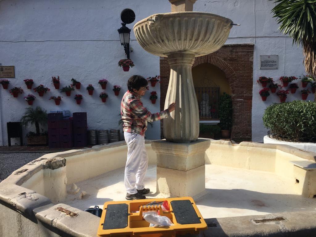 Llevan a cabo una segunda intervención para restaurar la fuente de la Plaza de Los Naranjos