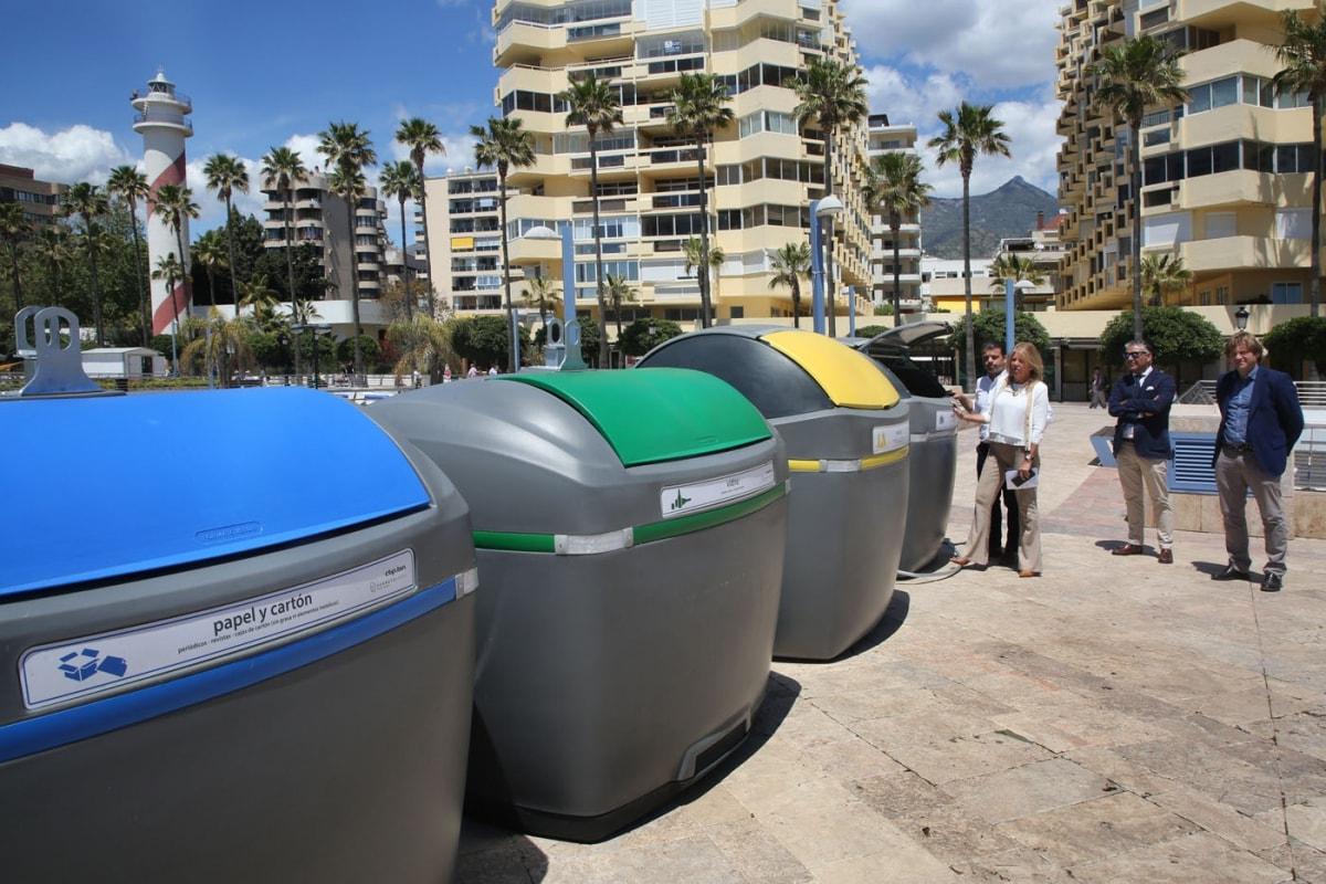 El Ayuntamiento presenta los nuevos contenedores de residuos y reciclado