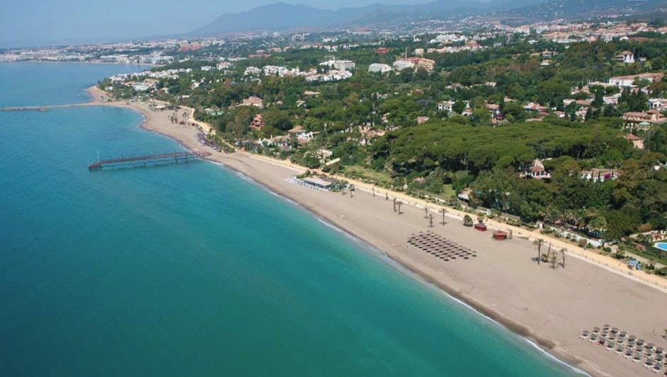 El Ayuntamiento saca a concurso el mantenimiento de las playas del municipio