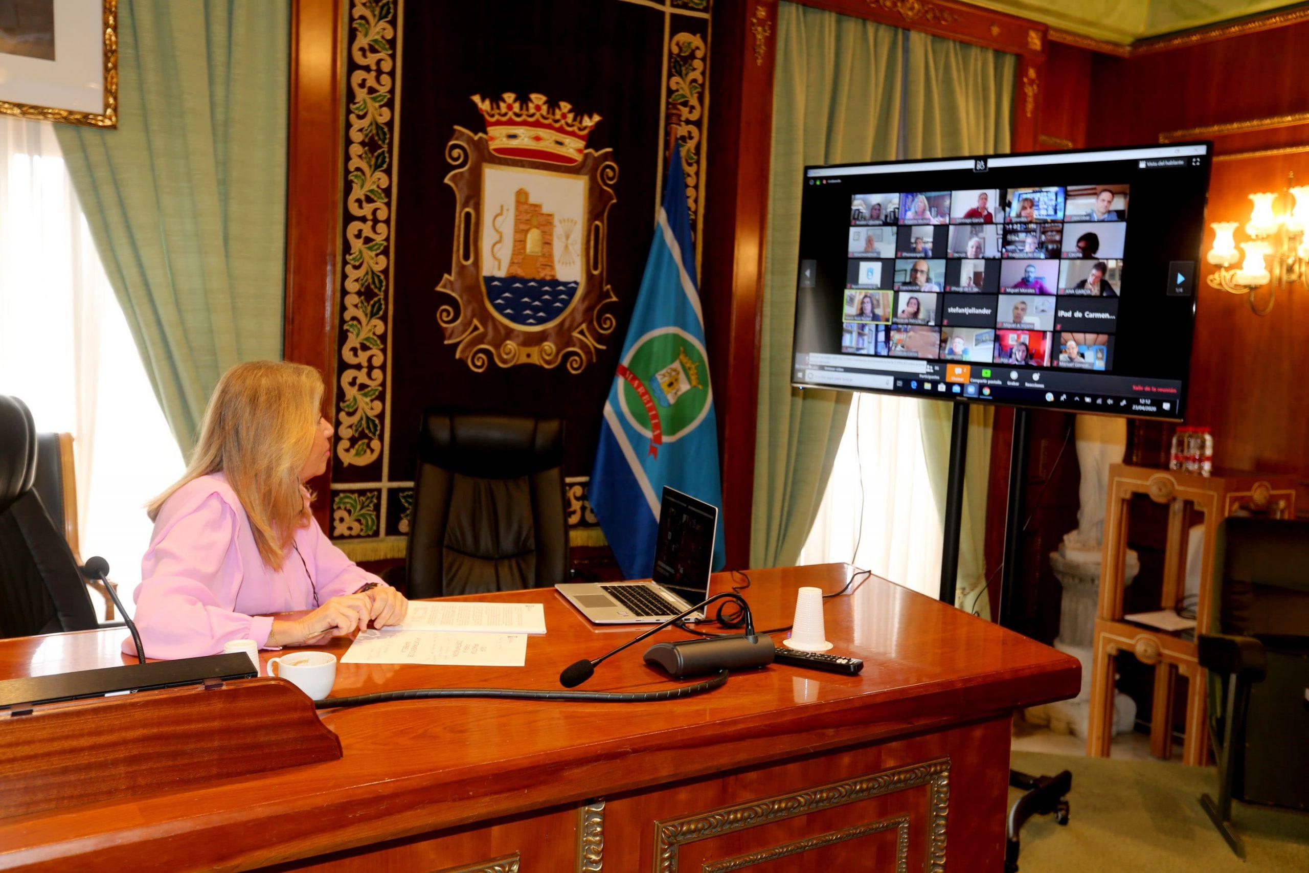 El Ayuntamiento trabaja con los sectores empresarial y turístico para reiniciar la actividad económica