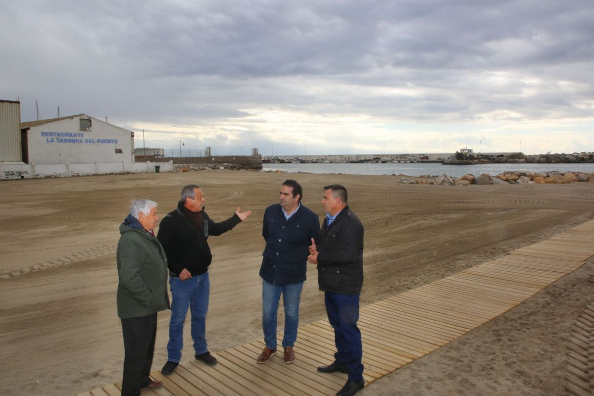 El-Ayuntamiento-y-el-sector-pesquero-reclaman-a-la-Junta-de-Andalucía-el-dragado-de-la-bocana-del-Puerto-de-La-Bajadilla