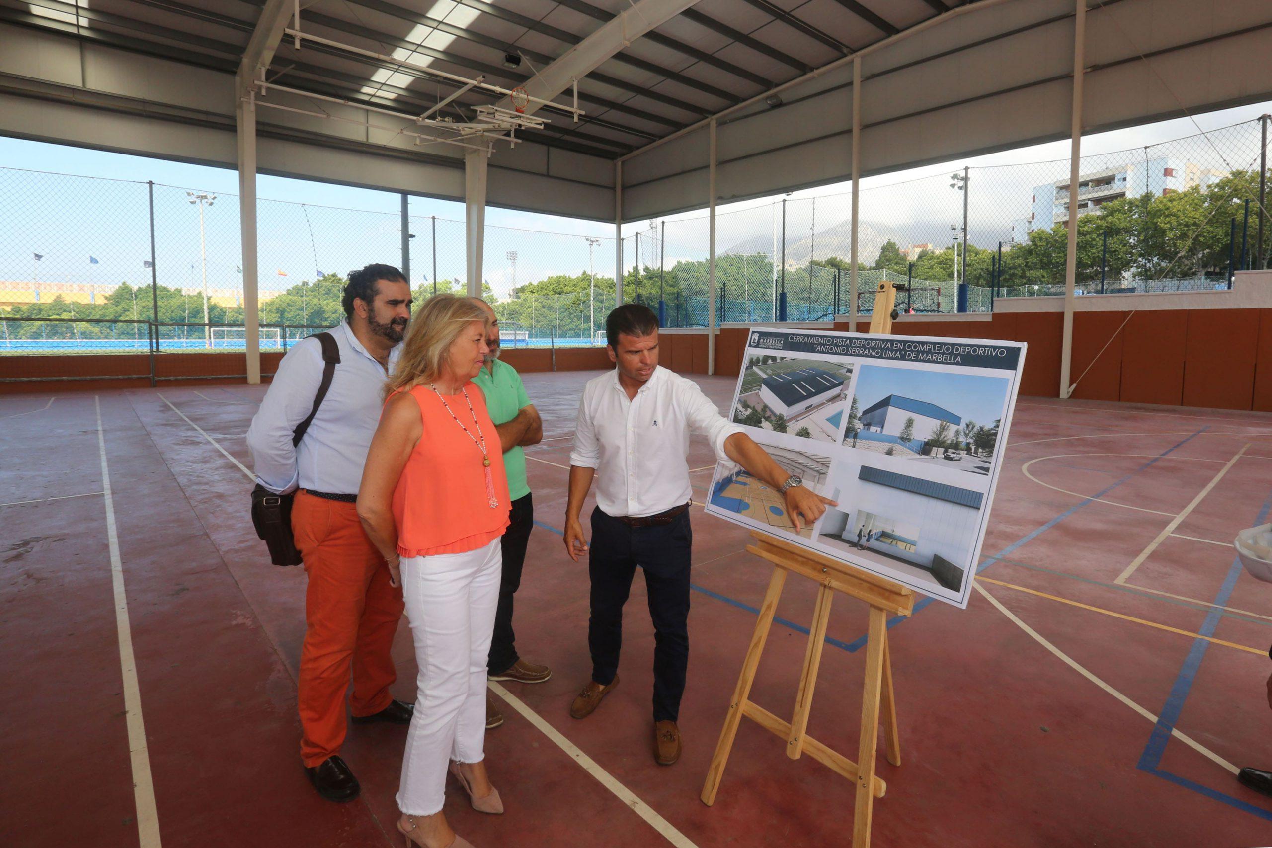 El Consistorio está acometiendo el cerramiento integral de las pistas cubiertas del complejo Antonio Serrano Lima. Una actuación que tiene un plazo de ejecución previsto de cinco meses