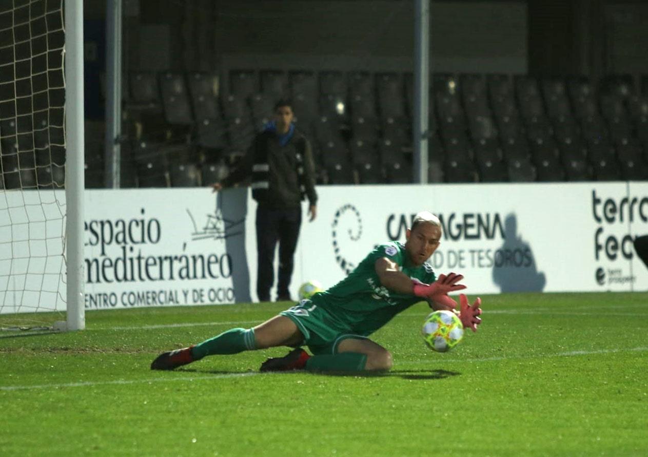 El empate (0-0) en el encuentro Cartagena vs Marbella F.C. mantiene líderes a los blanquillos