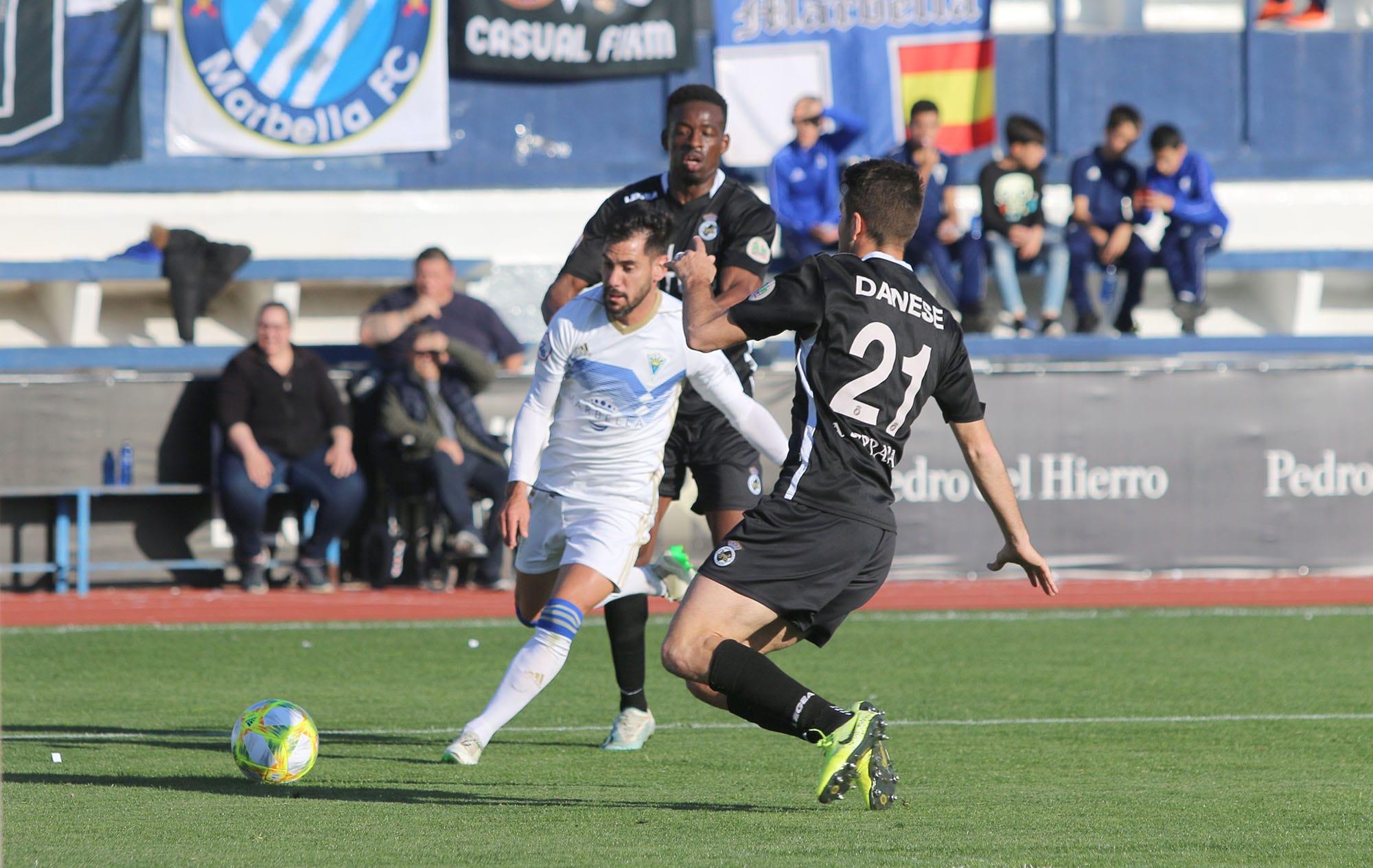 El empate en el Marbella F.C. vs La Balona permite a los blanquillos mantener el liderato (0-0)