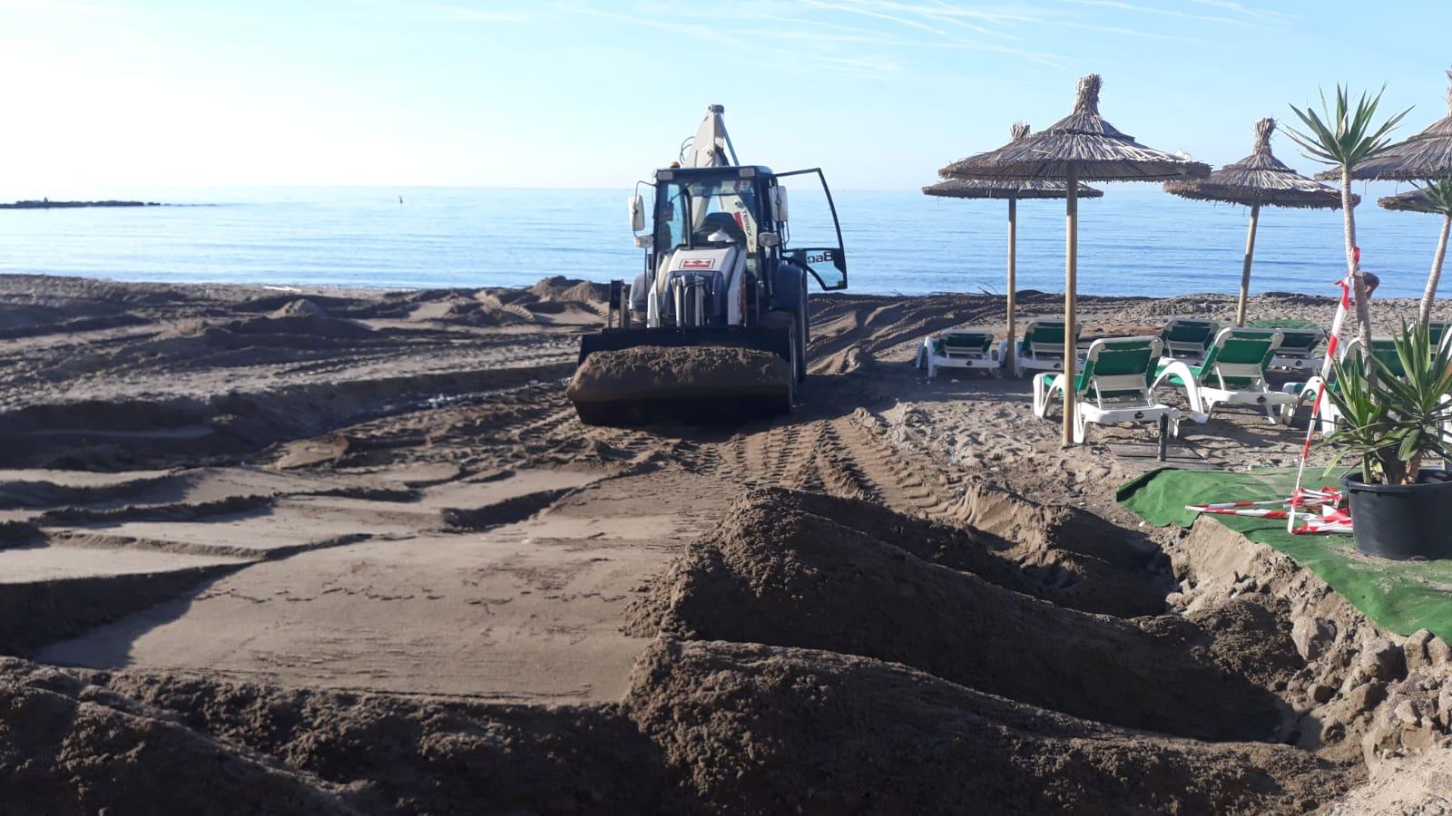 El Equipo de Gobierno destaca el esfuerzo de todos los trabajadores para retirar los residuos del temporal de las playas