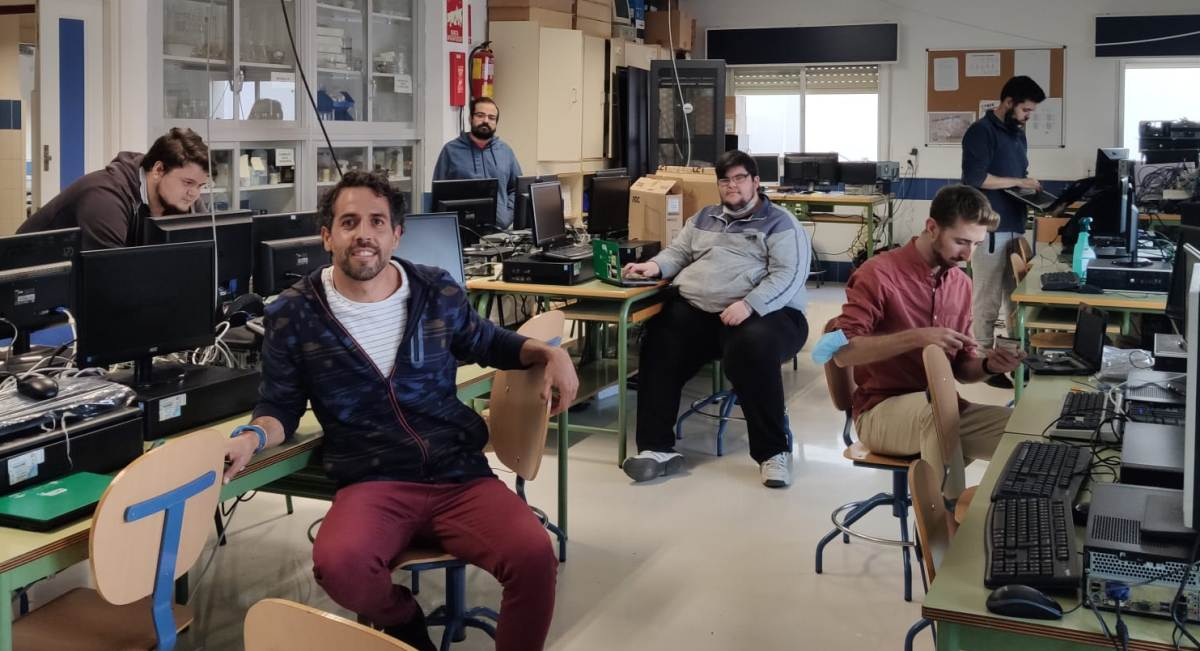 El IES Guadalpín programa cesión de equipos informáticos a escolares con menos recursos
