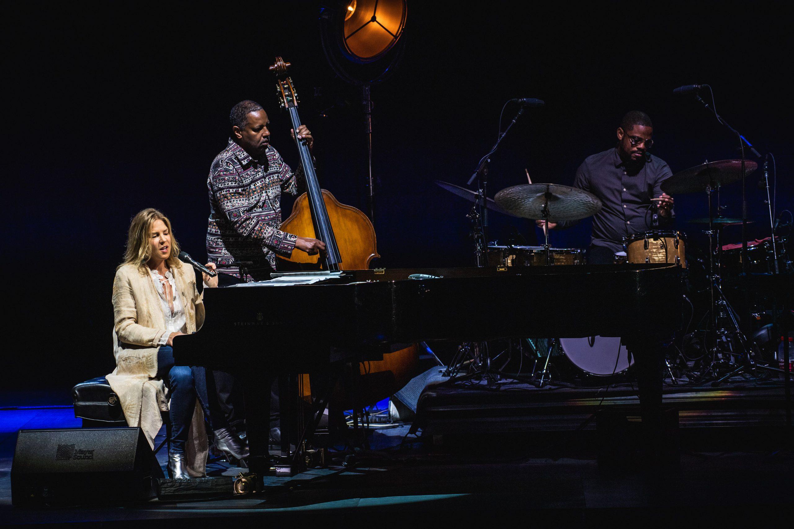 El jazz íntimo de Diana Krall brinda una noche mágica al Auditorio de Starlite