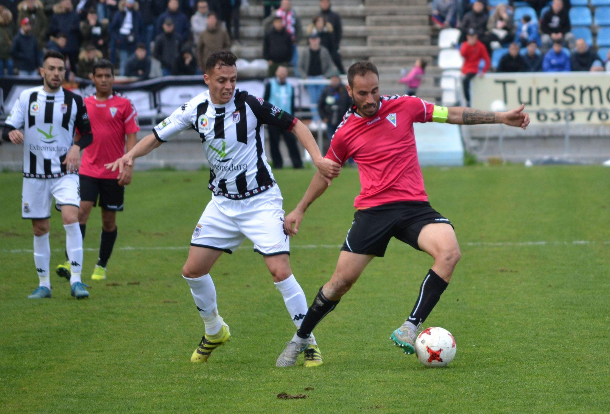 El Marbella FC continúa líder de la clasificación tras su empate frente al Badajoz
