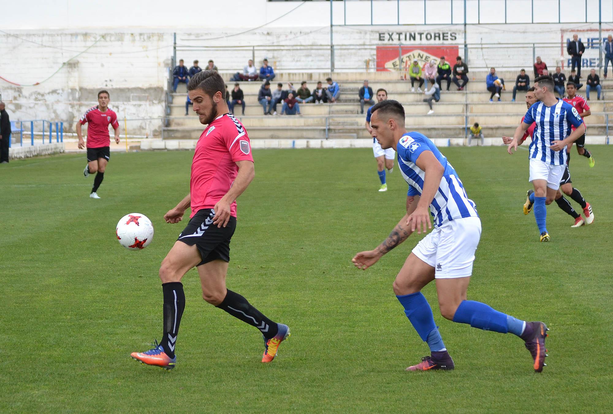 El Marbella FC mantiene el liderato pese al tropiezo ante el Écija Balompié (1-0)