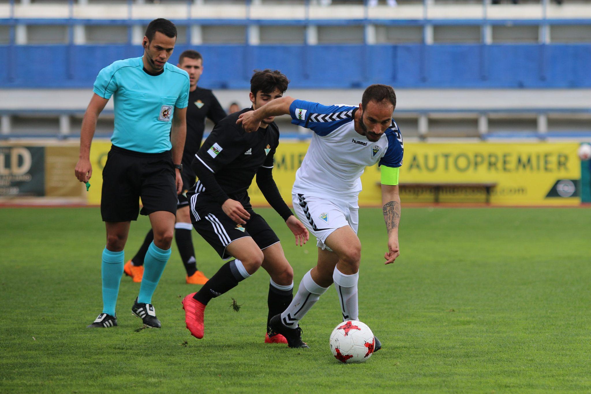 El Marbella FC se impone en casa al Betis Deportivo en un intenso partido (1-0)