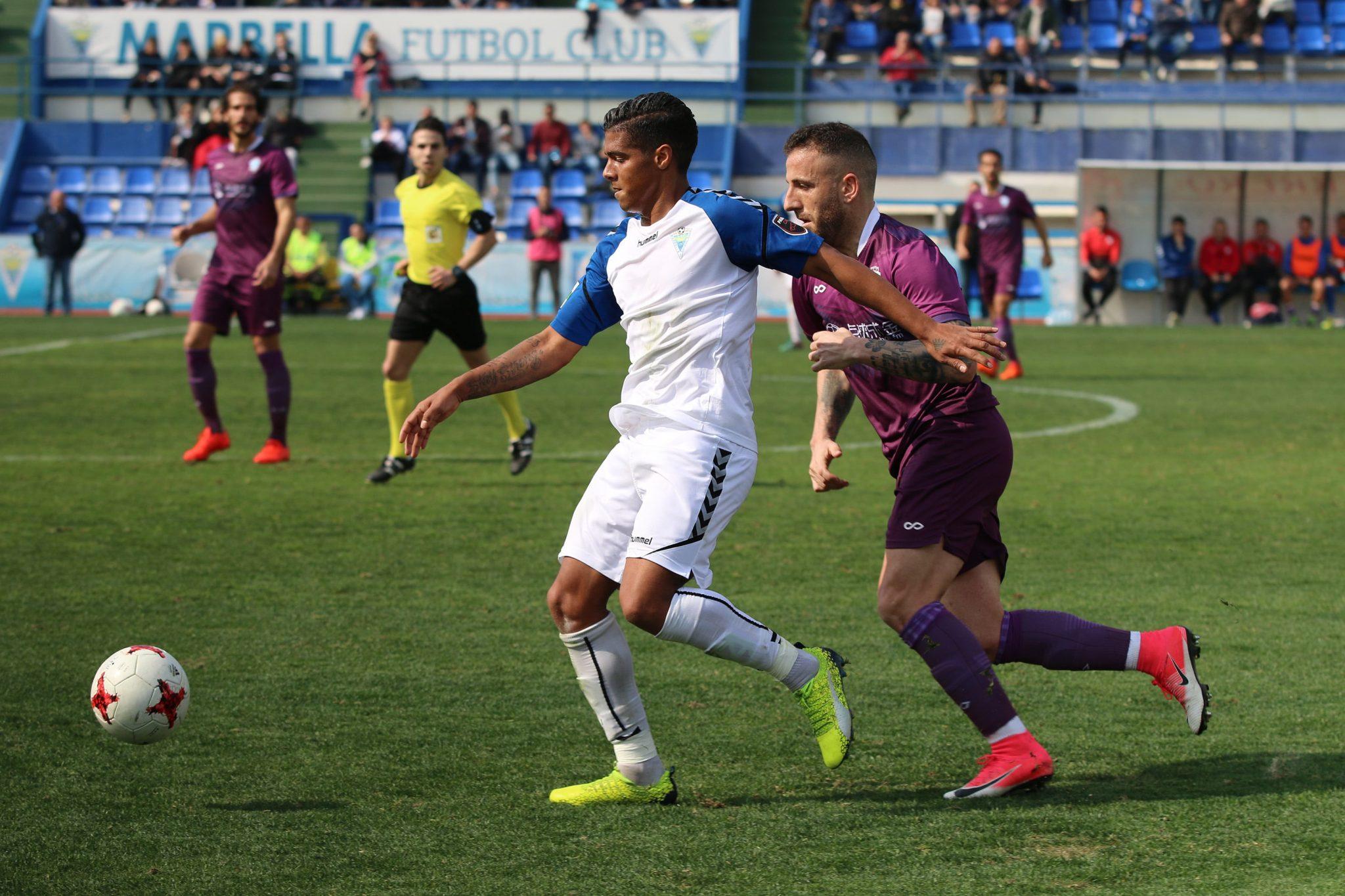 El Marbella FC sigue imbatible y suma tres puntos ante un buen Jumilla