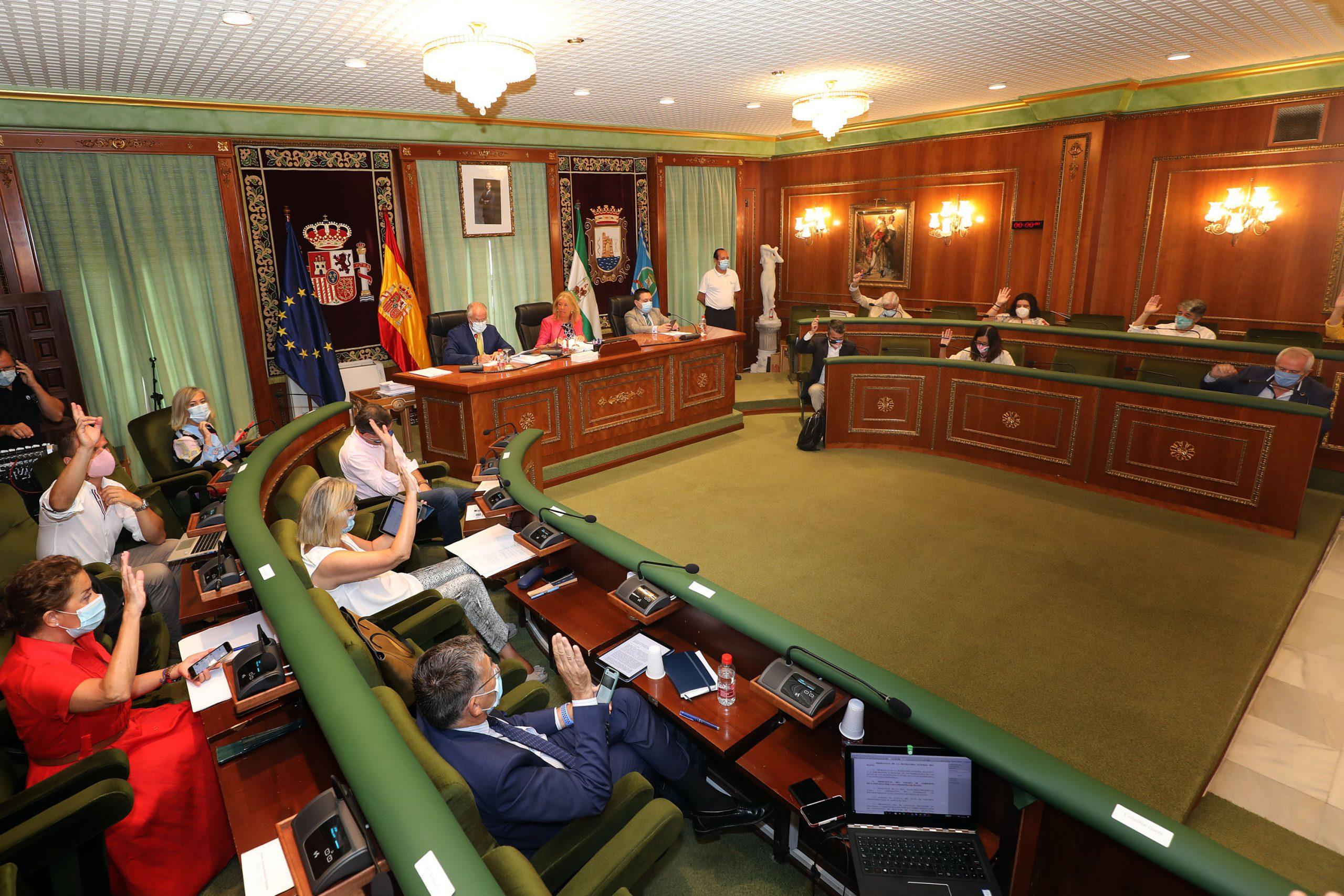 El Pleno aprueba pedir al Gobierno central que defienda a la Costa del Sol en Europa