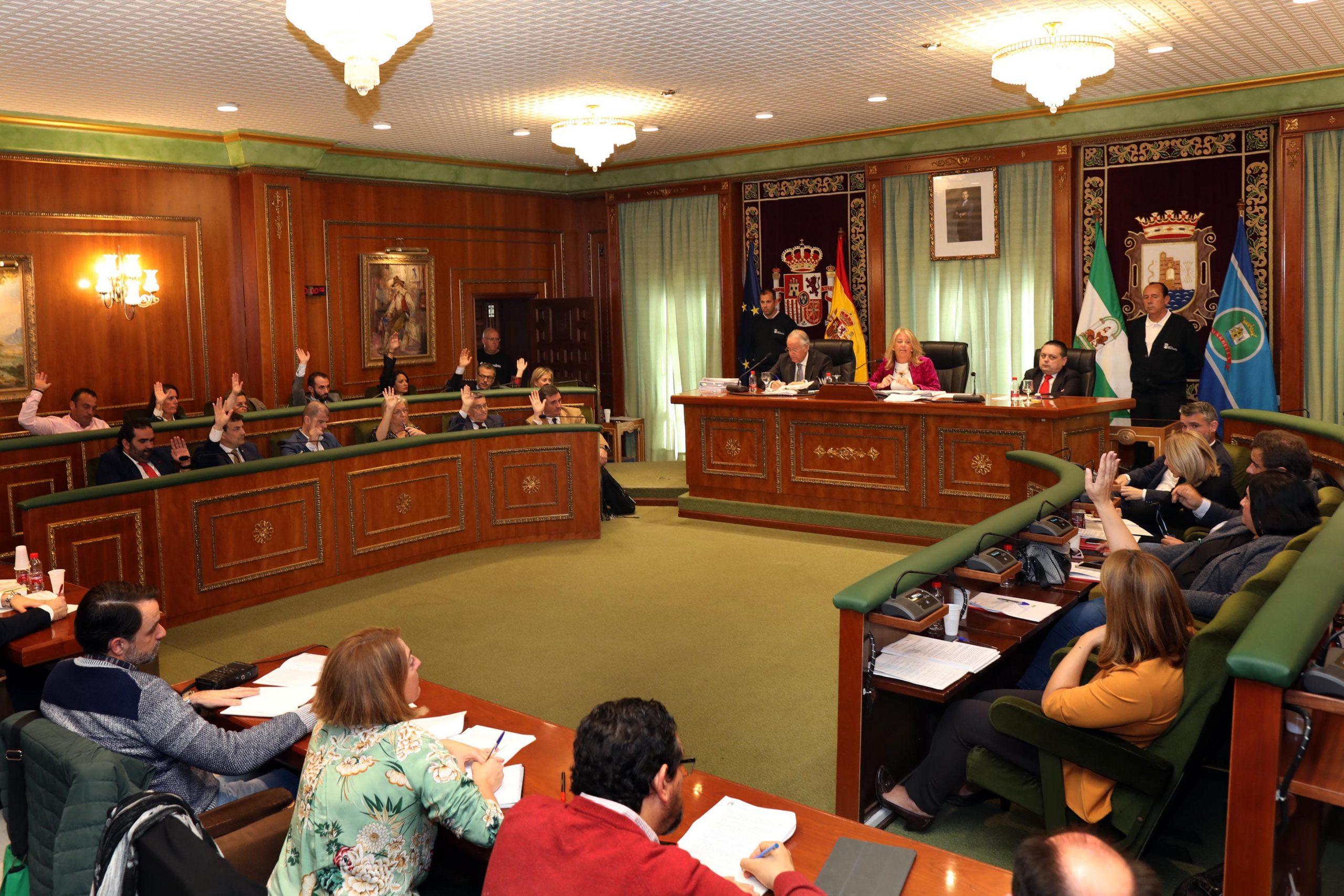 El Pleno aprueban por unanimidad solicitar a Fomento la ejecución del tercer carril en la A7 entre San Pedro y Puerto Banús