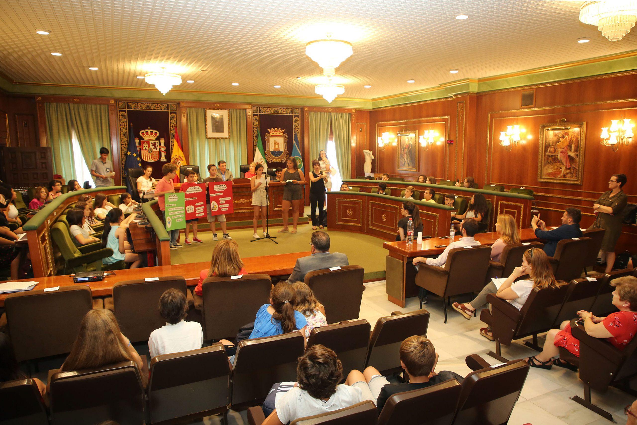 El Pleno del Consejo Municipal de Infancia y Adolescencia cierra su curso y presenta cinco partidos políticos simbólicos