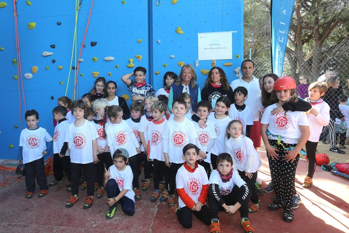 Inauguran el rocódromo 'María Maestro' en el polideportivo Paco Cantos