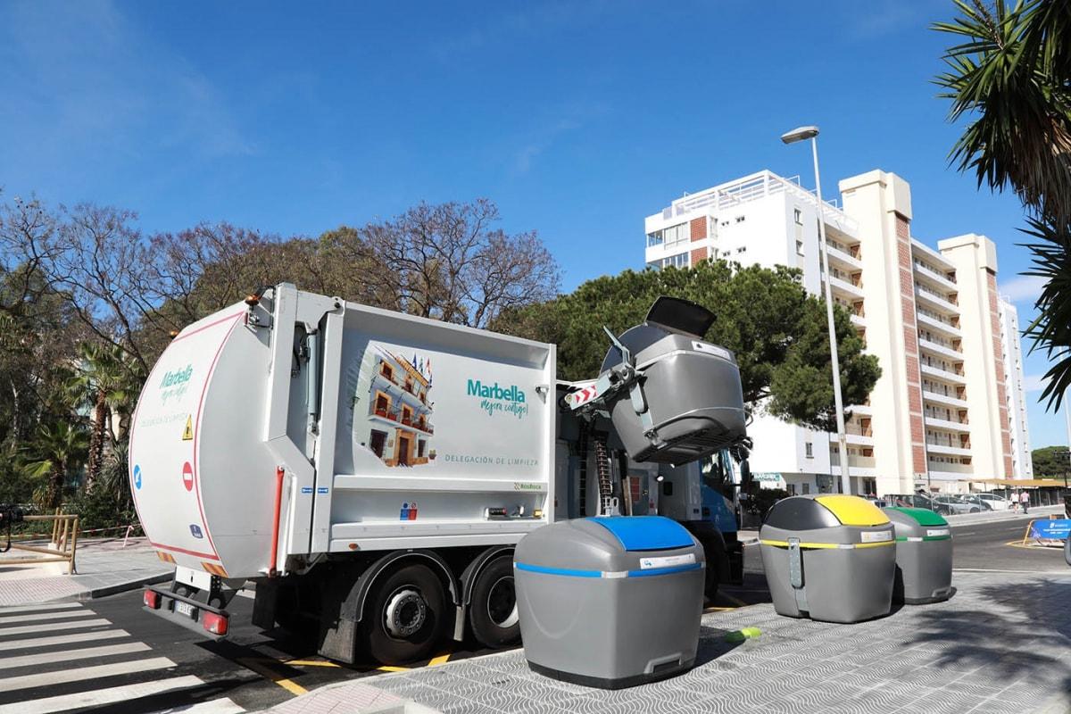 El Ayuntamiento extiende la instalación de contenedores de carga lateral con más de mil unidades en el término
