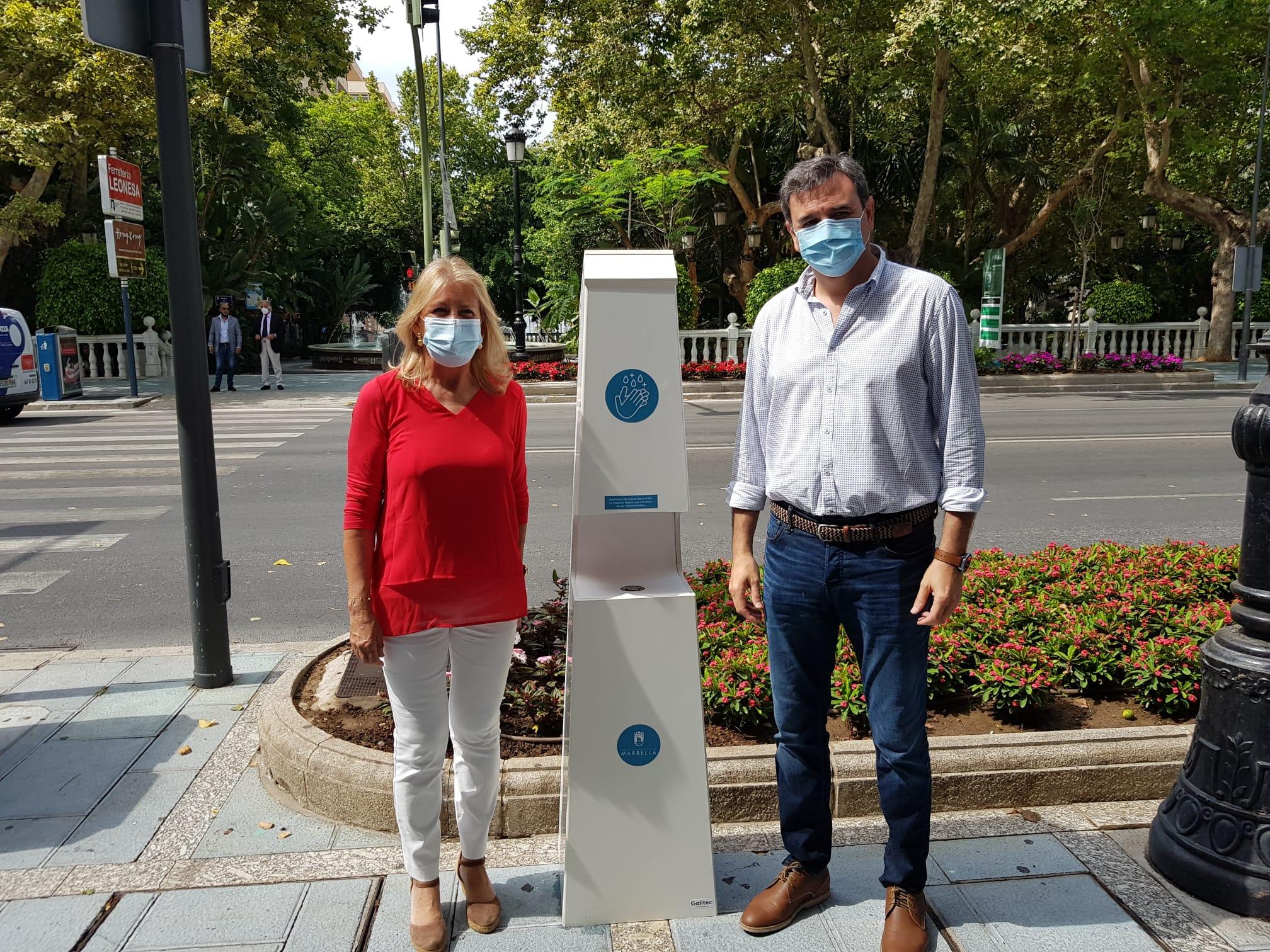 Instalan dispensadores automáticos de gel hidroalcohólico en la vía pública