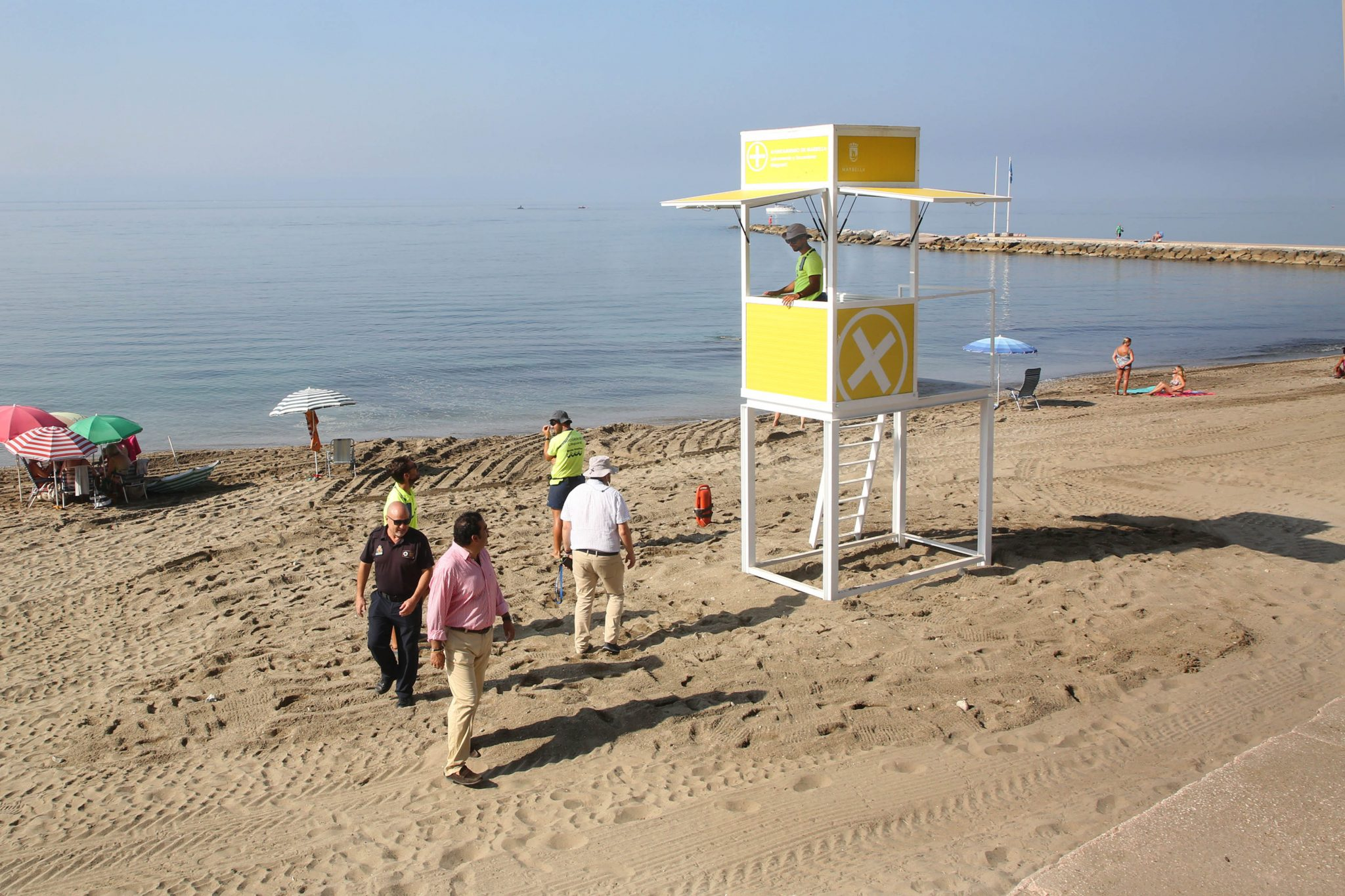Instalan en las playas quince nuevos módulos de socorrismo dotados de megafonía