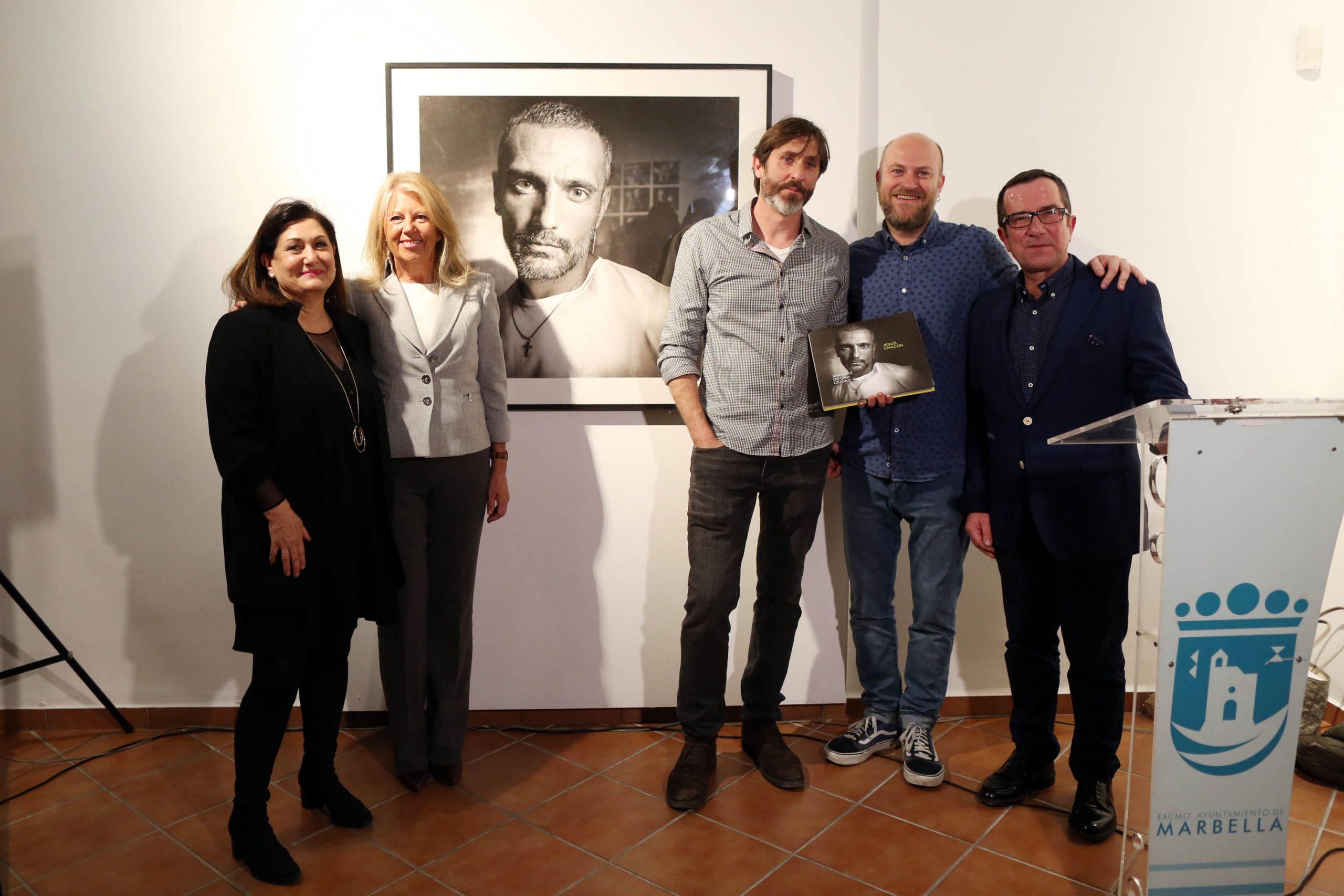 Jesús Chacón retrata Marbella a través de su exposición