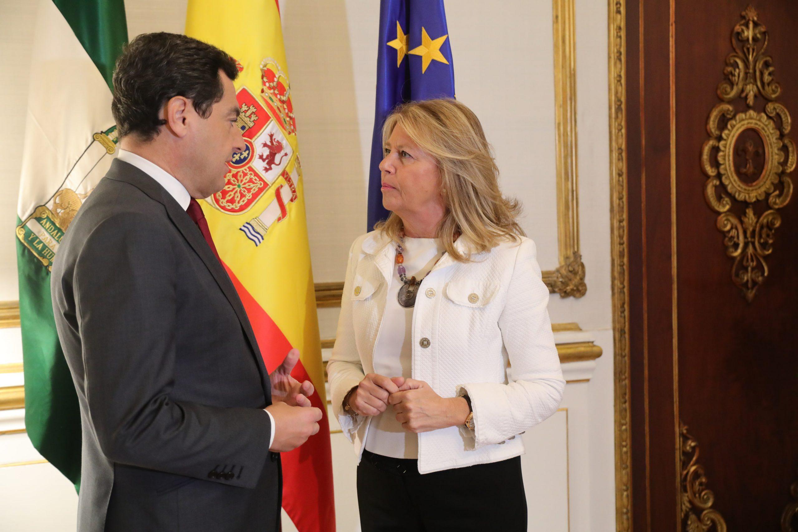 La alcaldesa aborda con el presidente de la Junta las inversiones pendientes en la ciudad