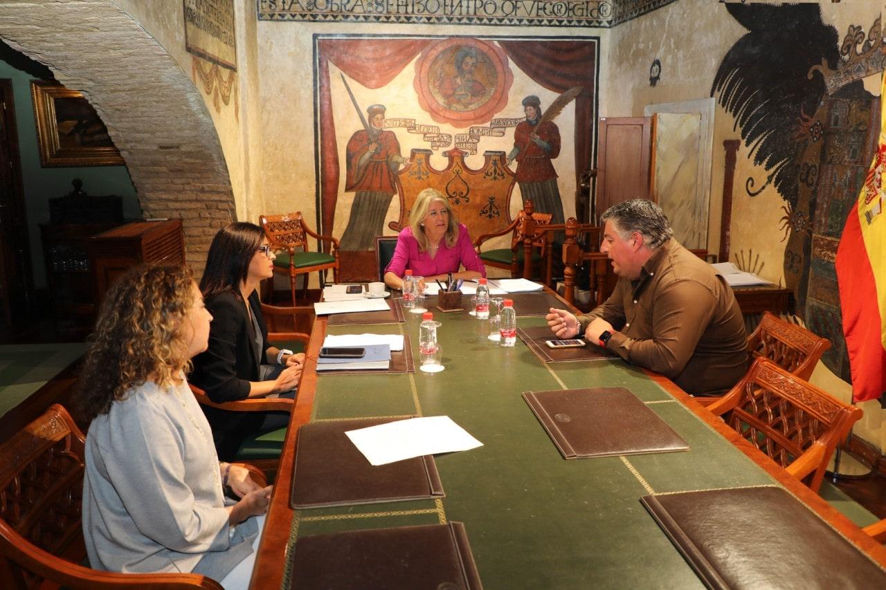 La alcaldesa aborda las medidas impulsadas por el Ayuntamiento y Junta durante la crisis sanitaria