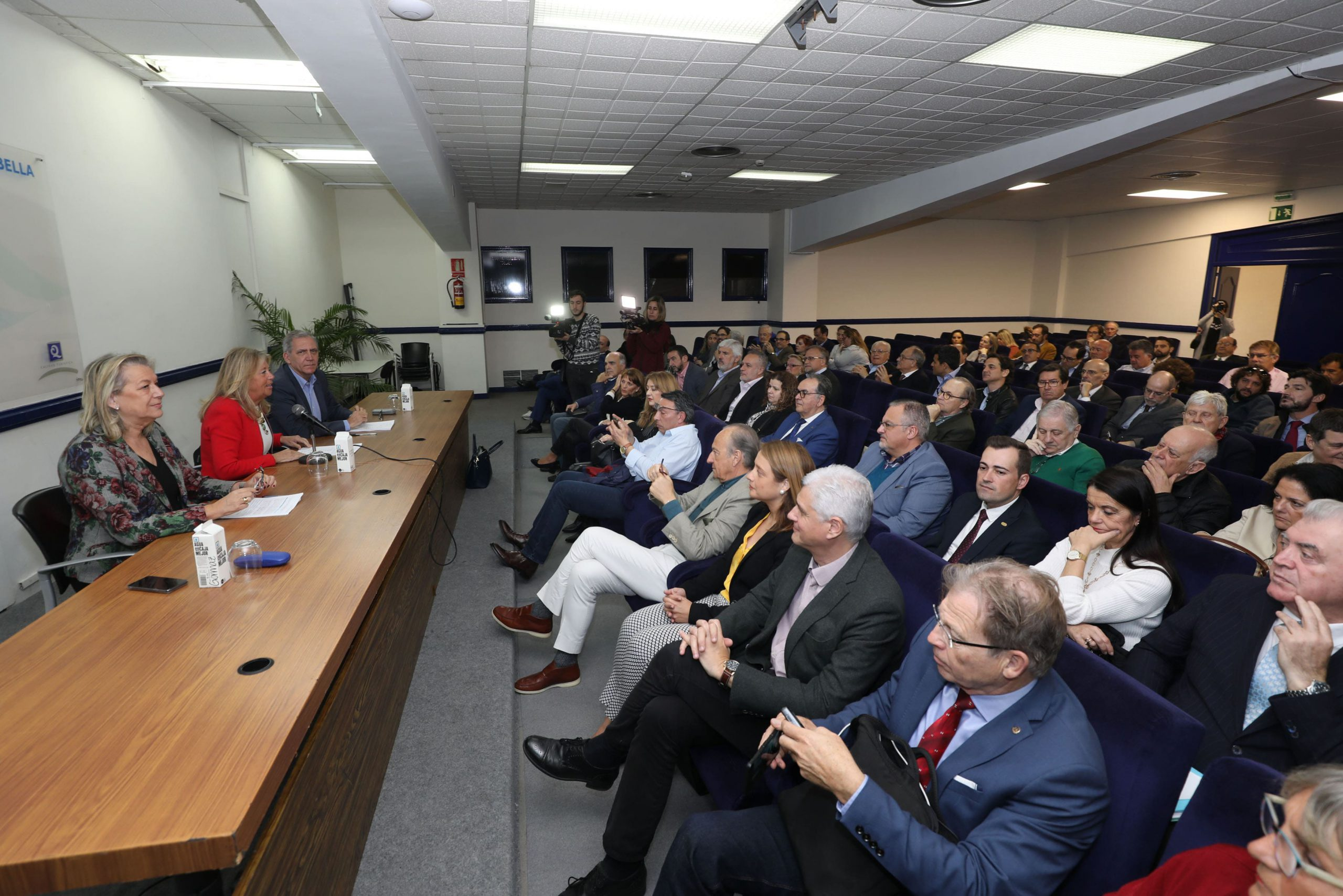 La alcaldesa anima a colectivos y ciudadanos a participar activamente en la elaboración del nuevo PGOU