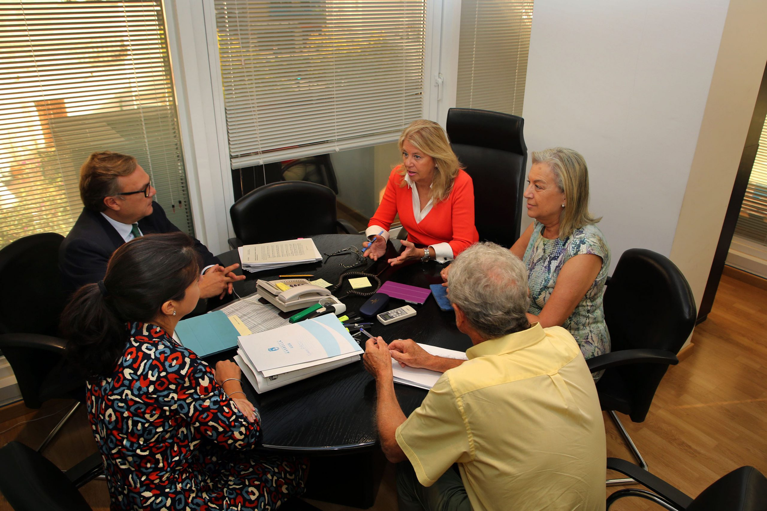 La alcaldesa se reúne con profesionales del Colegio de Ingenieros de Caminos de Málaga