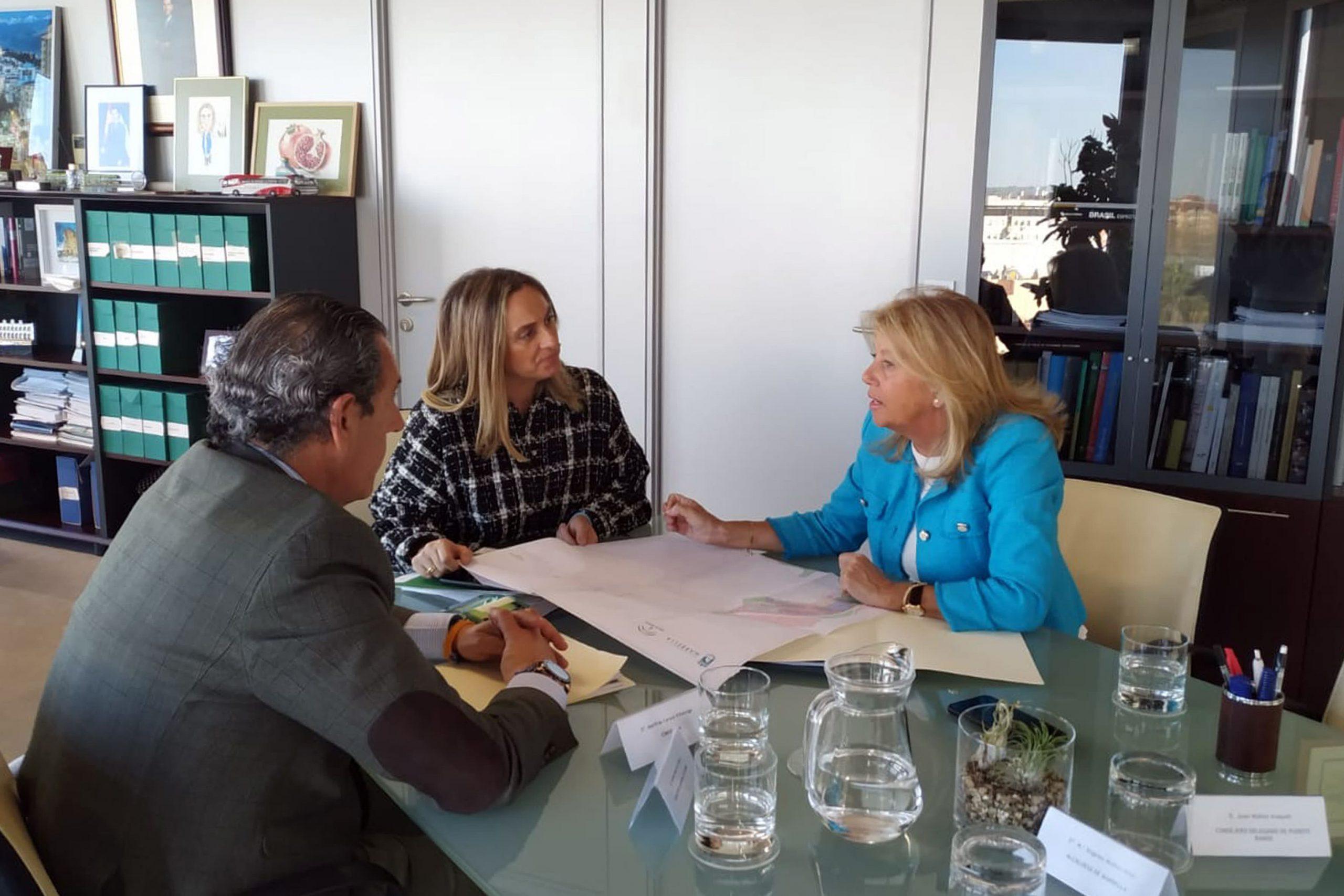La alcaldesa ultima con la Junta un proyecto para abrir el Puerto de La Bajadilla a la ciudad