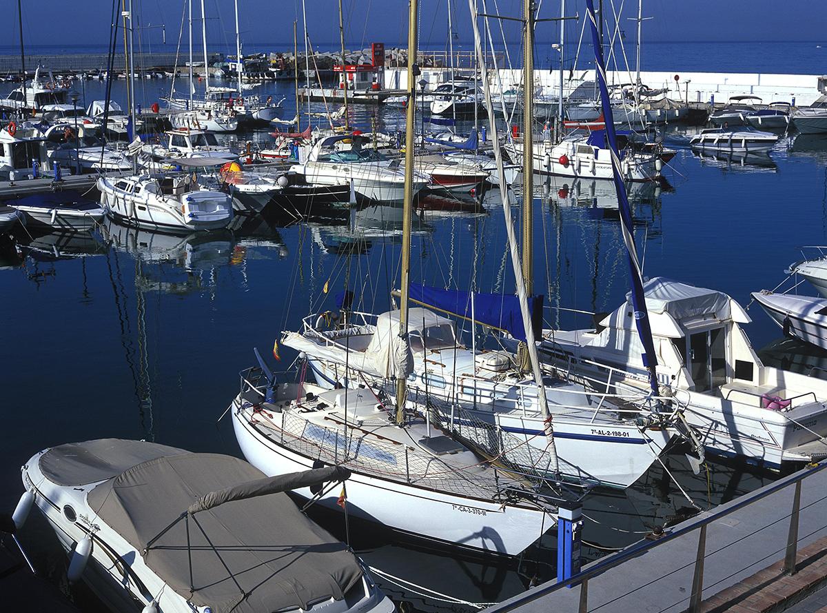 La Junta destina cerca de 700.000 euros al dragado del puerto de La Bajadilla