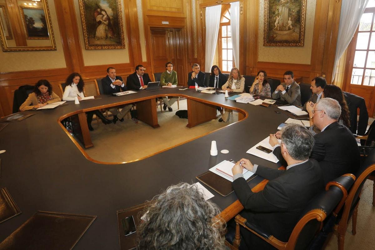 La Mesa del Agua aborda inversiones por más de 5 millones de euros para garantizar y mejorar la red de suministro
