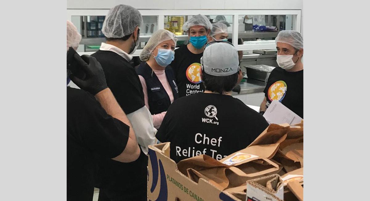 La ONG World Central Kitchen y Bancosol reparten 600 menús diarios por la crisis del Covid-19
