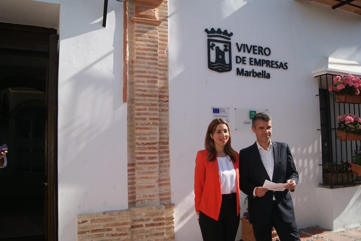 El presidente del PSOE de Málaga, José Bernal, junto a la parlamentaria andaluza Beatriz Rubiño, han destacado hoy que la Ley Andaluza de Fomento del Emprendimiento es un mecanismo que impulsará el tejido productivo de nuestra comunidad