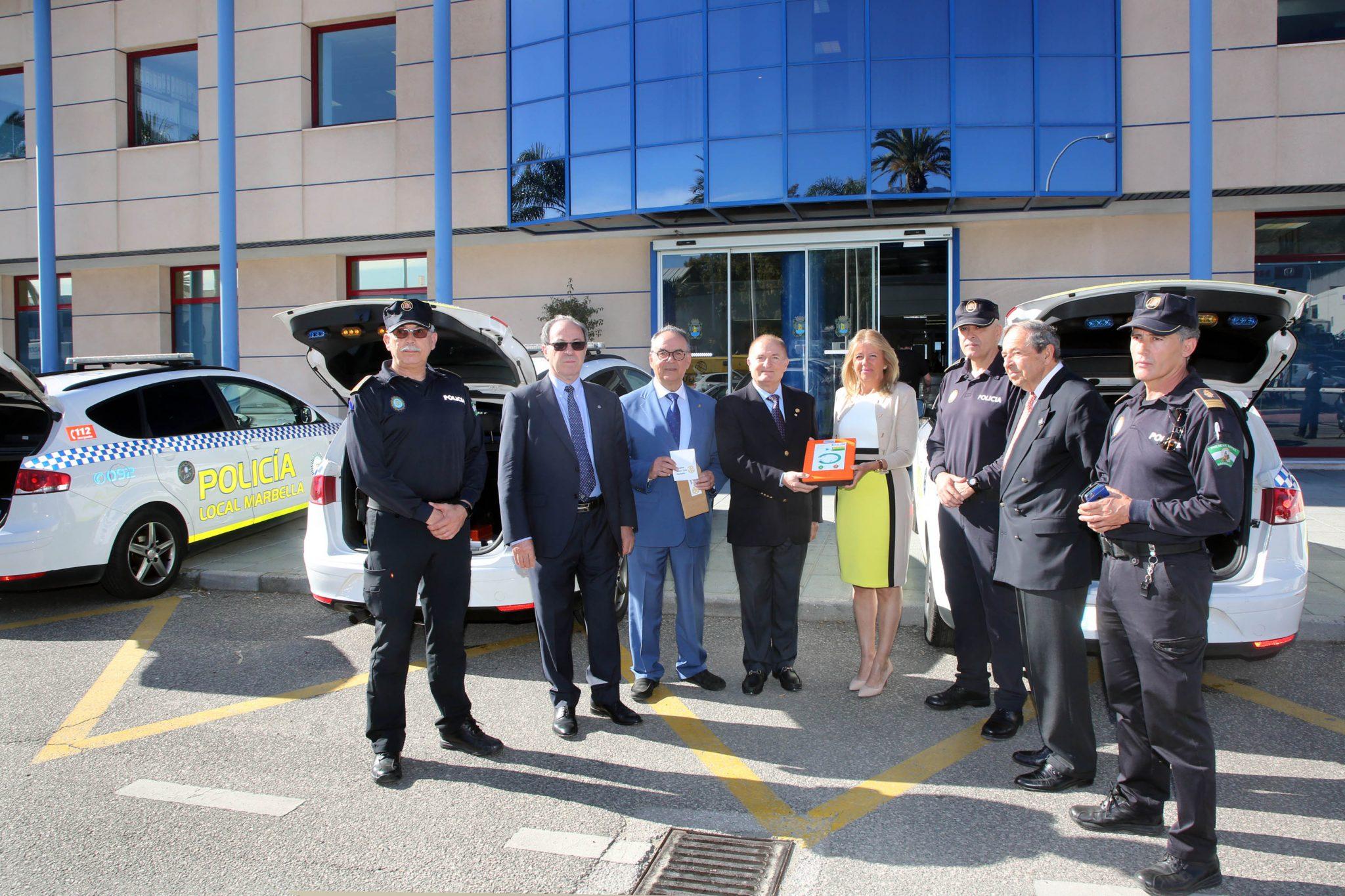 Marbella cuenta con 8 nuevos desfibriladores gracias a la donación del Rotary Club