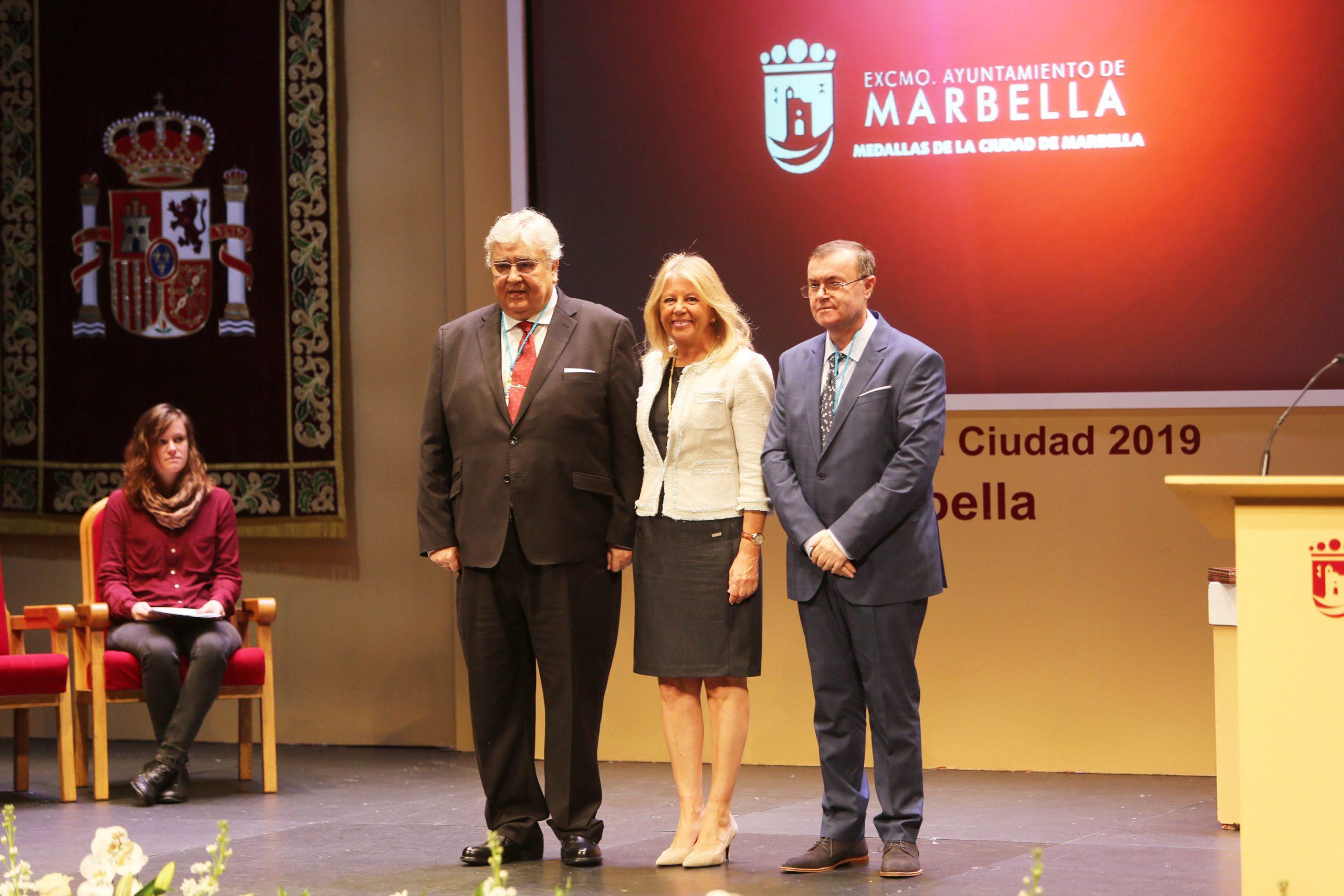 Marbella entrega las Medallas de la Ciudad a José Godino y Francisco Moyano, por su labor y compromiso con el municipio