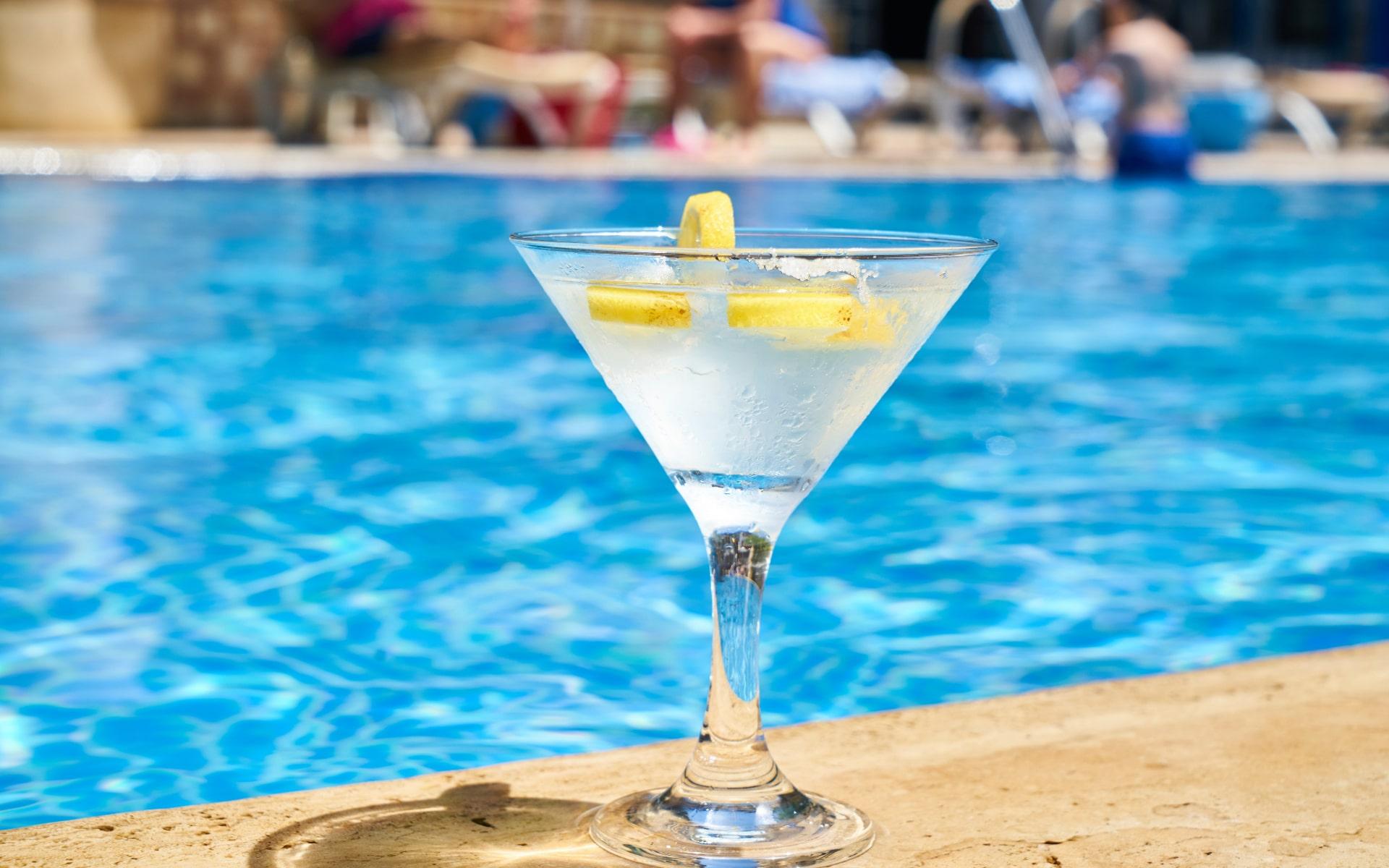 Marbella no autorizará fiestas temáticas ni de fin de temporada en los clubes de playa
