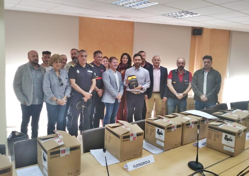 Marbella recibe de la Mancomunidad cinco equipos desfibriladores externos semiautomáticos